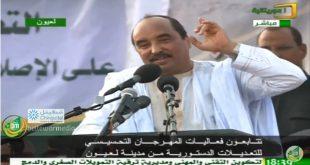 ولد عبد العزيز ممازحا  في لعيون: العمدة يتكلم عن يوم 15 اغسطس هذا الزرك مافيه شوط ثاني